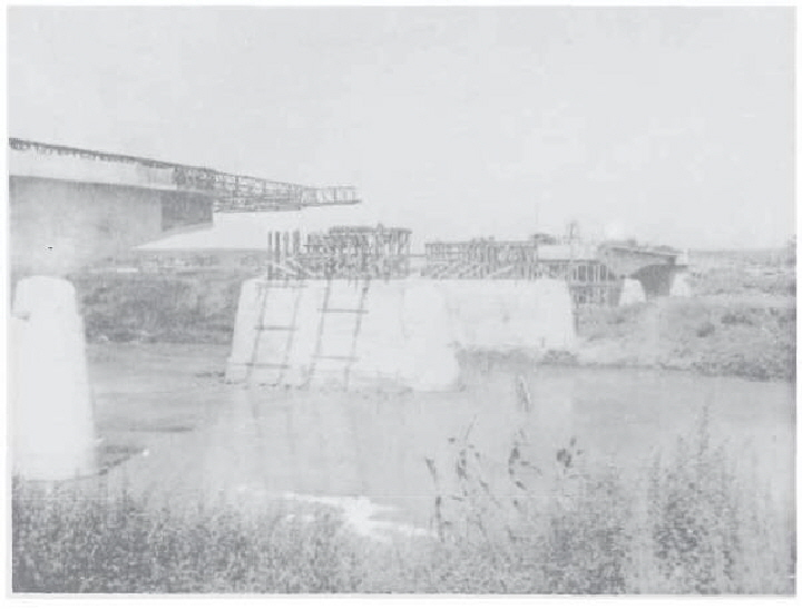 Photo 5 - 337th's Tiber bridge before launching