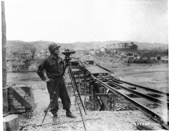 Photo 13 – Sergeant Robert E. Sause of the 169th in taking measure for a Bailey bridge on the Reno River (21 April 1945 – Philips; 337245) - (IBC Regione Emilia-Romagna Archive)