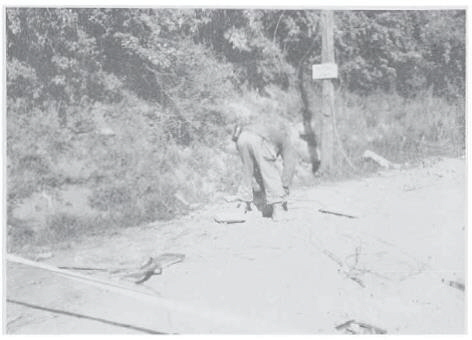 Photo 3 - 316th Engineer delousing road near Bologna
