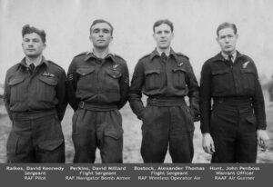 David Kennedy Raikes il pilota, David Millard Perkins il navigatore, Alexander Thomas Bostock l' operatore radio, John Penboss Hunt, australiano, il mitragliere.